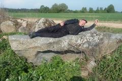 1. Akmenį Dagilių kaimo palaukėj surado Leonardas Jonaitis