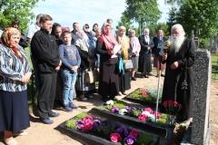 5. Malda prie Sinicovų giminės kapų Stirniškio kapinėse