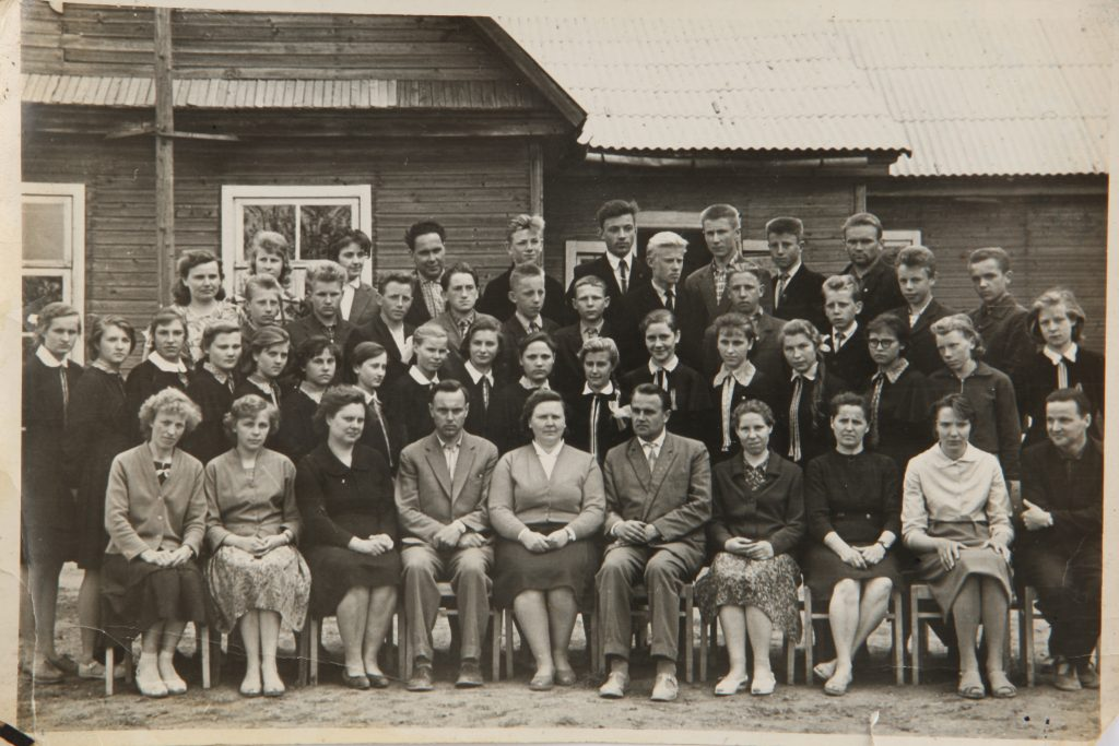 1964m. Kriaunų vidurinės mokyklos aštuntokų visos laidos nuotrauka - 1964 m. liepos 17 d.